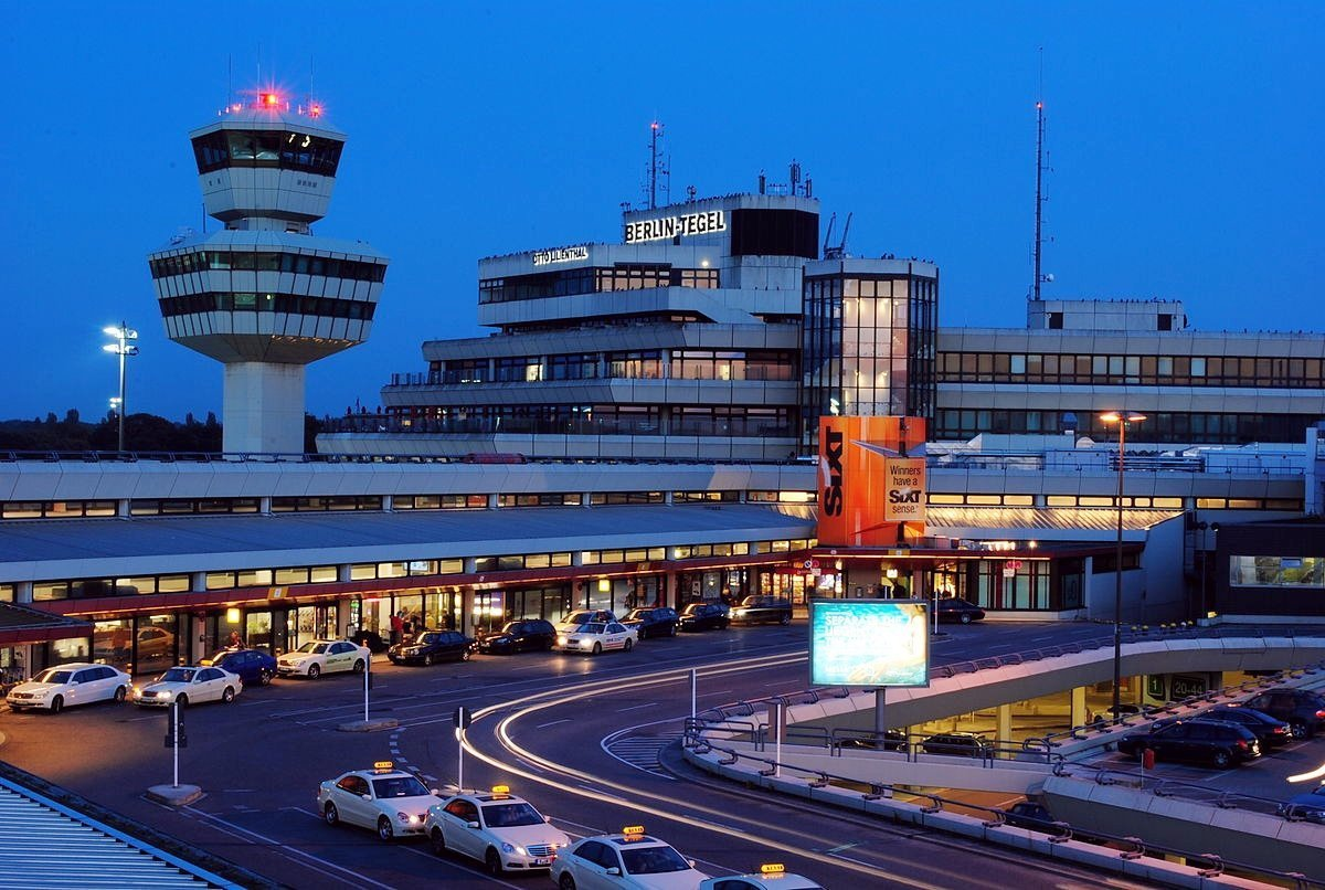 Flughafen_Tegel_Tower_und_Hauptgebäude