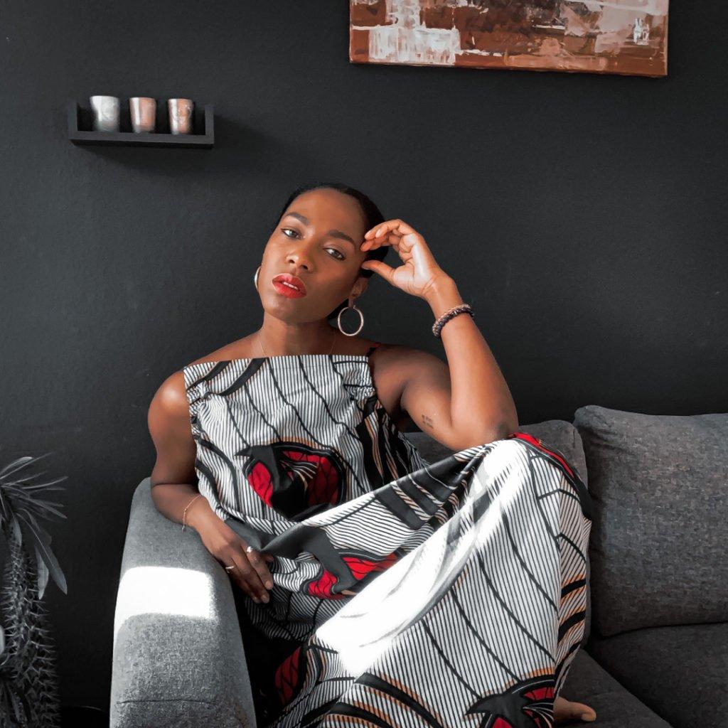 Thia Brownsugar créatrice du podcast Ma Pause Café avec Thia.